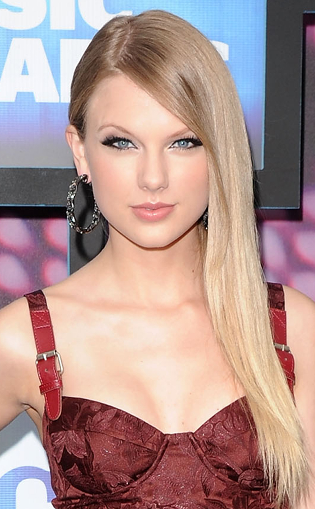 Taylor swift haircut taylor swift short hair taylor swift curly evolution of taylor swift hairstyles voltagebd Image collections