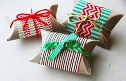 12-Cheap-Christmas-Gift-Wrapping-Styles-To-Do-At-Home!_3 (1)