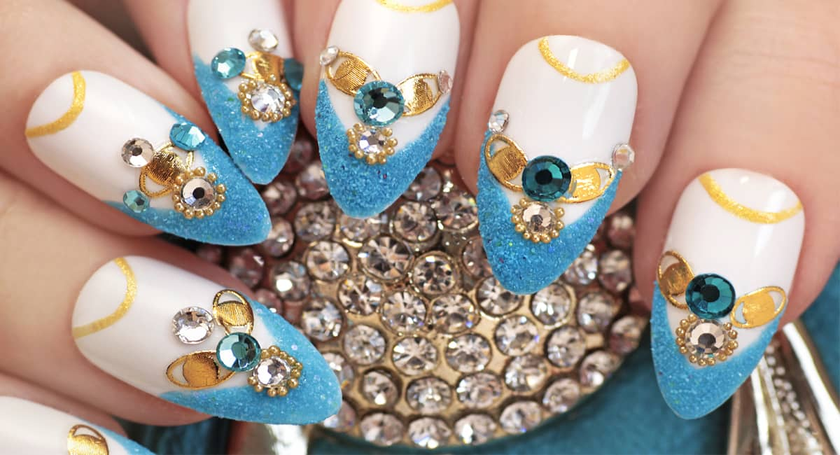 Get Your Glitter On With These Spectacular Glitter Nail Designs!