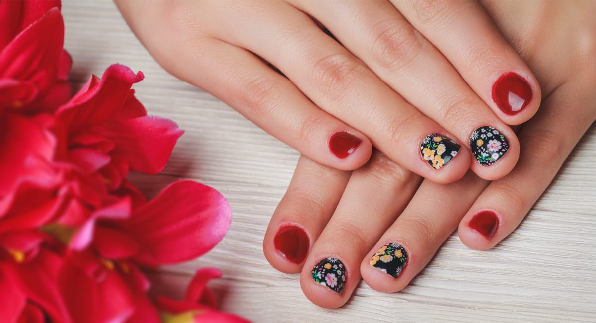 Cute Designs For Red Nails