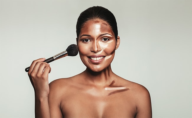 Contouring to hide a double chin