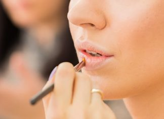 Lip Makeup to hide a double chin