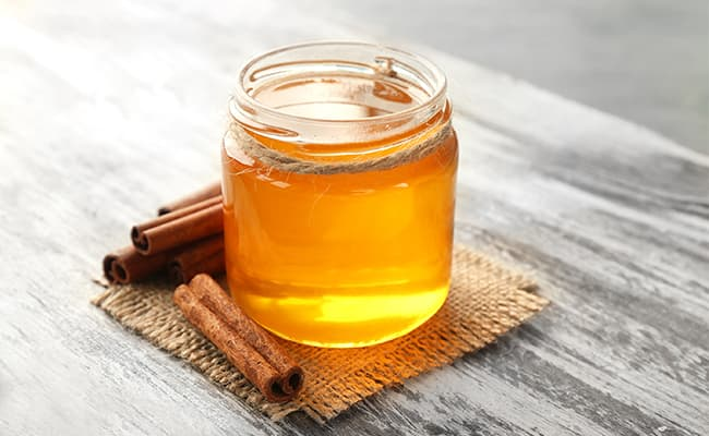 Remove Pimples Using Honey and Cinnamon