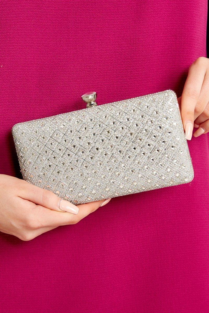 7 Stylish Accessories That Will Take Your Outfit from Drab to Fab